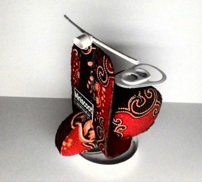 Handicrafts of used goods-miniature of used cans