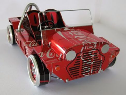 Handicrafts of used goods-miniature of used cans car