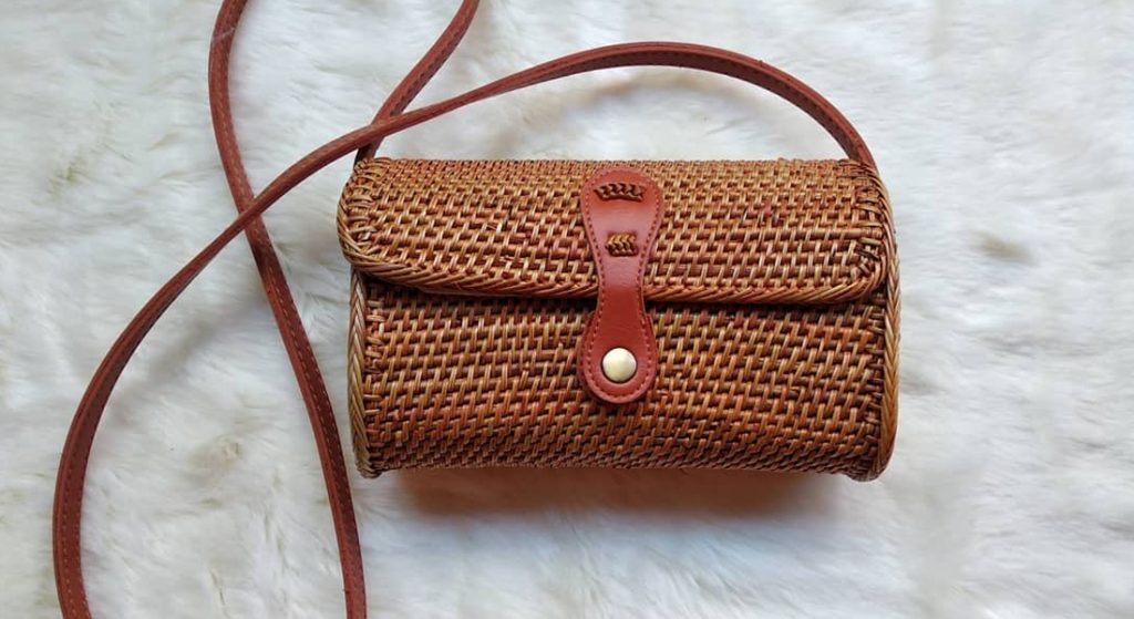 Handicrafts of Indonesian original rattan-bags and wallets